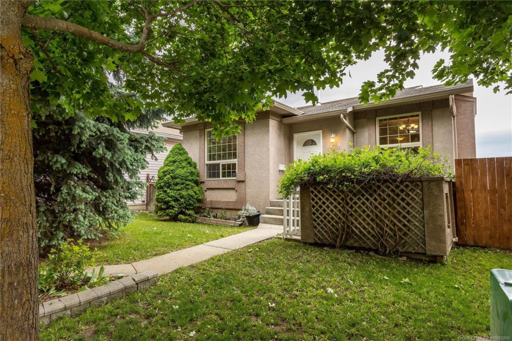 Real Estate Listing 179 Ritchie Court, Kelowna V1V2A8